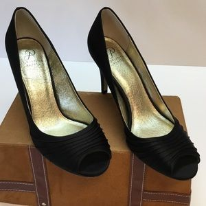 Exciting Pee Toe ADRIANNA PAPELLPumps